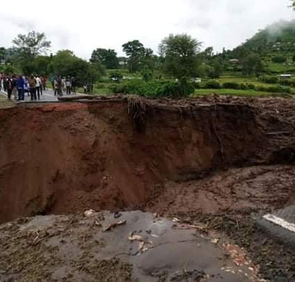 The road between Parua and Ortum has been rendered impassable by the landslide.
