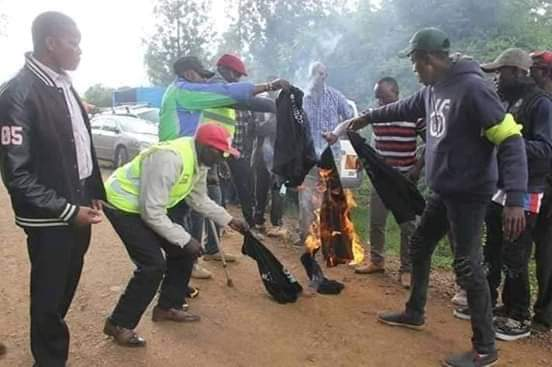 Rowdy youth burn Tshirts ahead of DP William Ruto's fundraiser in Nyeri on Sunday, December 8, 2019.