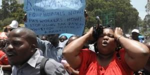 Medics protest bad conditions in Kenyan hospitals.