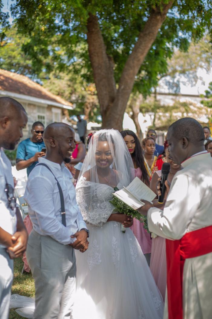 Nation Journalist Thanks Tinder after Marrying Her Soulmate