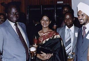 Mwai Kibaki(holding a beer) on his visit to Malawi