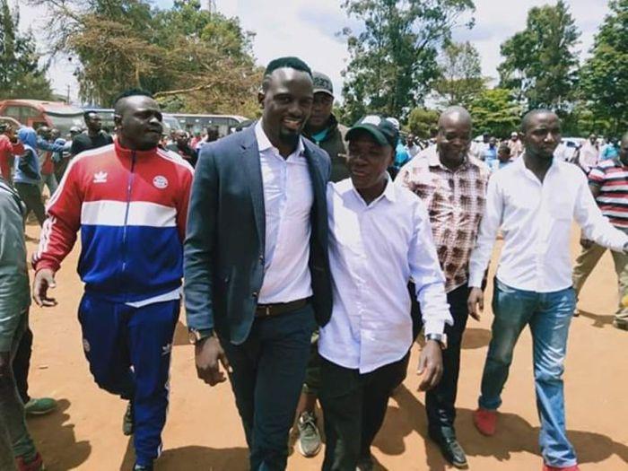 MacDonald Mariga and former Ikolomani MP Bony Khalwale campaign in Kibra, Nairobi.
