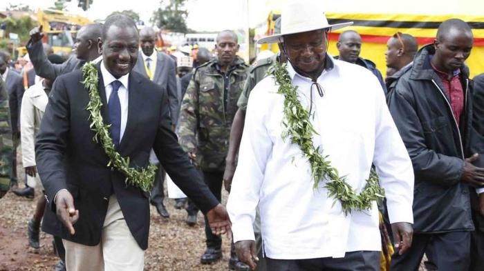 Deputy President William Ruto and Ugandan President Yoweri Museveni