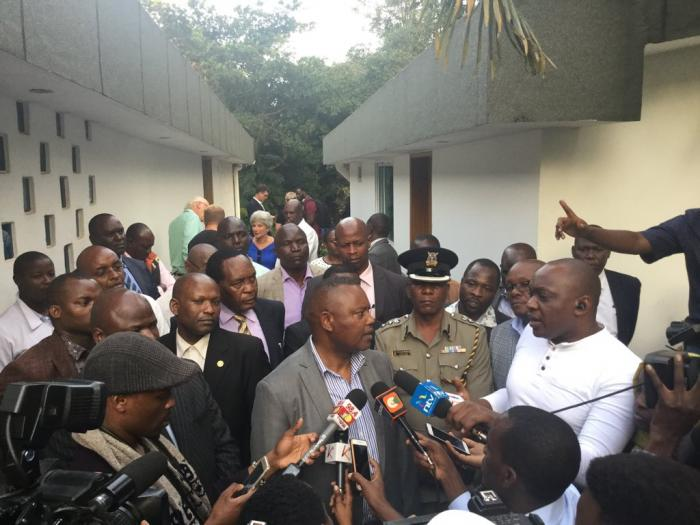 DCI Kinot speaks to the Press after removing The body from the water tank