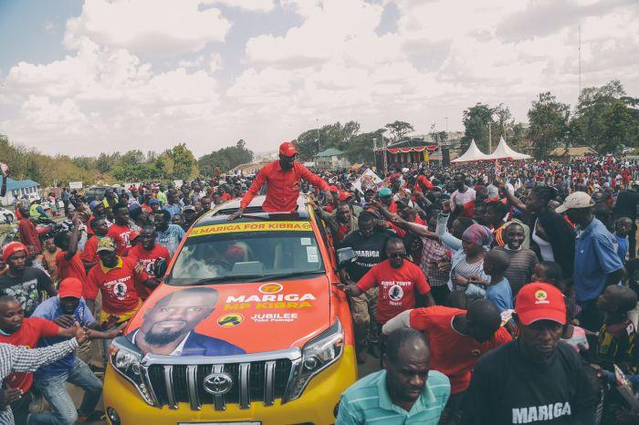 McDonald Mariga making his way through Kibra on September 29, 2019