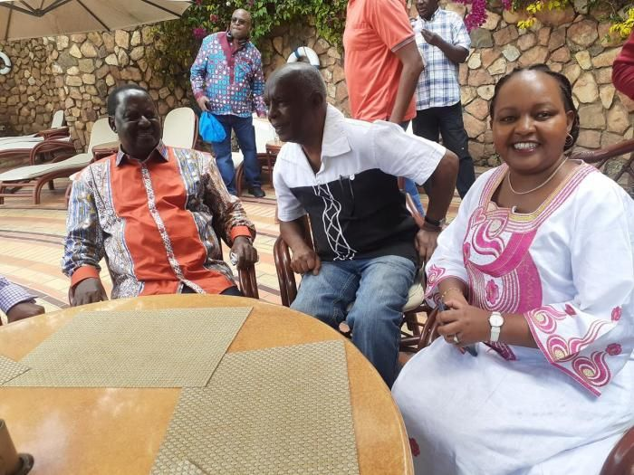 Kirinyaga Governor Anne Waiguru (r) exchanges pleasantries with her Makueni counterpart Kivutha Kibwana (c) and ODM party leader Raila Odinga, November 3, 2019.