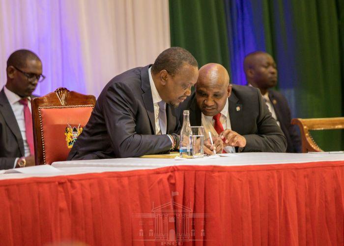 President Uhuru (left) speaking to KRA Director-General James Mburu during the