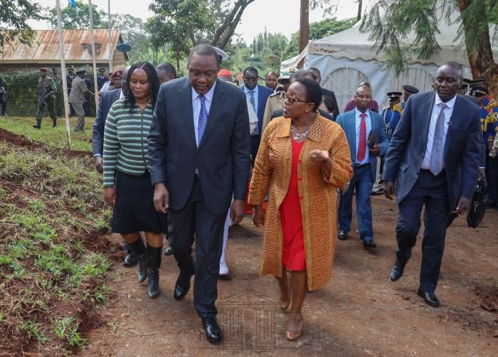 President Uhuru Kenyatta presides over the official hand-over ceremony of Mang'u Dispensary Outpatient Block in Kiambu County on Wednesday, December 4