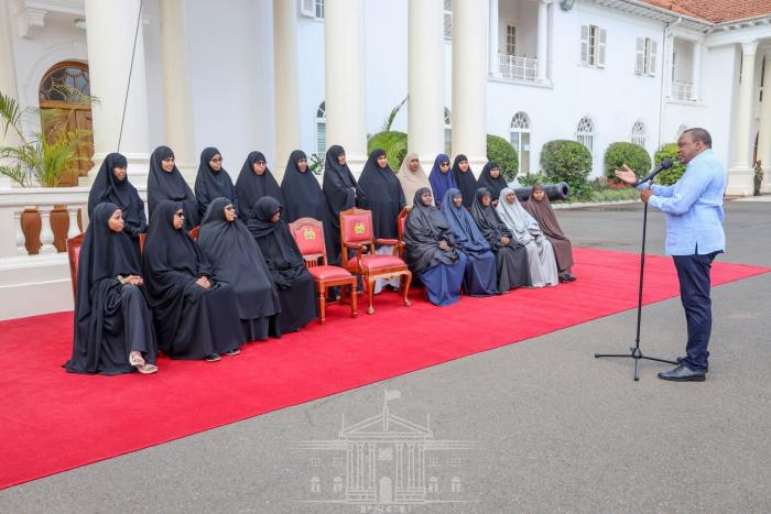 President Uhuru Kenyatta addresses women delegates from the Hafsa Bint Siirin Centre in Garissa on November 20.