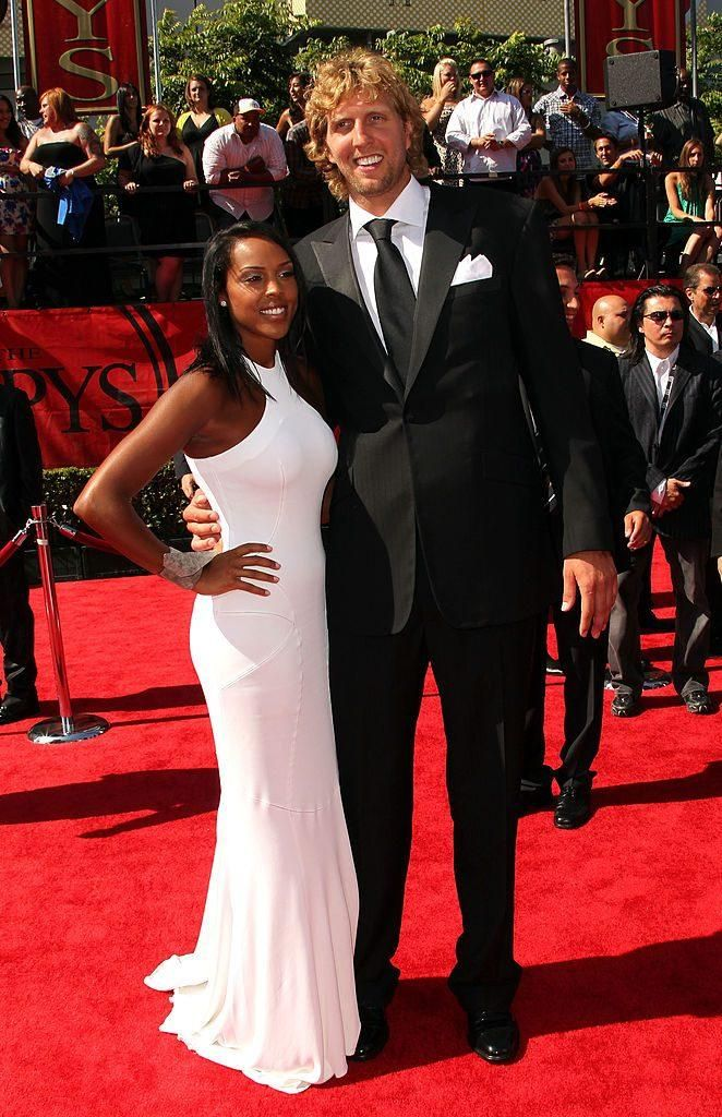 Dirk Nowitzki and Jessica Olsson at the NBA awards in 2011.