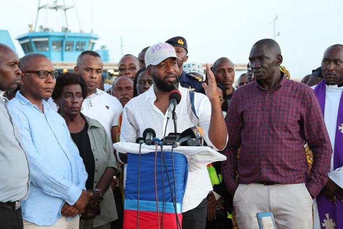 Mombasa Governor Hassan Joho speaking after the car was pulled from the Ocean on Friday, October 11. Photo: Daily Nation