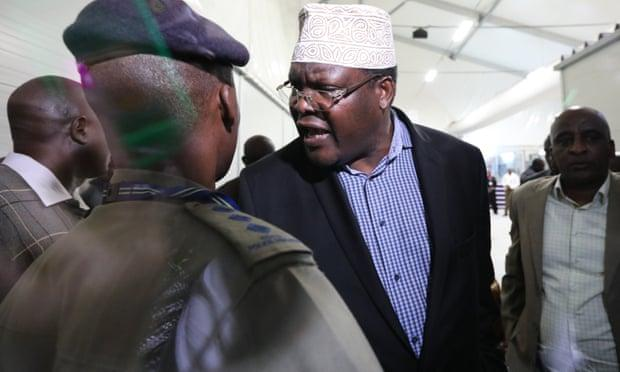 Miguna Miguna confronts a police officer after he was detained at Jomo Kenyatta airport in Nairobi. March 26, 2019.