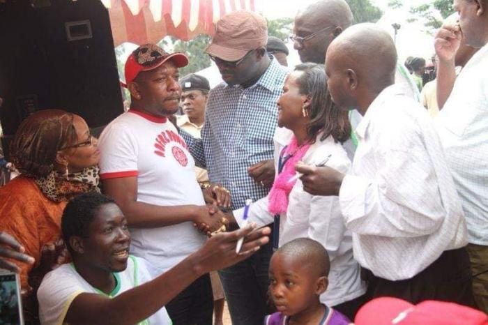 Nairobi Governor Mike Sonko, the late Kibra MP Ken Okoth and Nominated MCA Anne Thumbi engaging residents of Nairobi at a past event