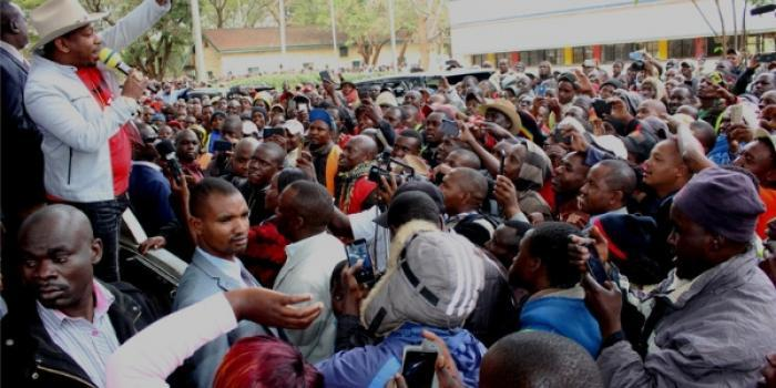 Sonko addressing a crowd. Herman Manyora on August 31, 2019, warned Uhuru Kenyatta, Raila Odinga and DP William Ruto to be weary of Sonko's political growth and association with hustlers.