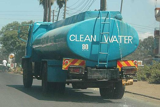 A lorry transporting water. KPC stated that it had made arrangements with the Nairobi Water and Sewerage Company to provide clean water to the Embakasi Estate residents
