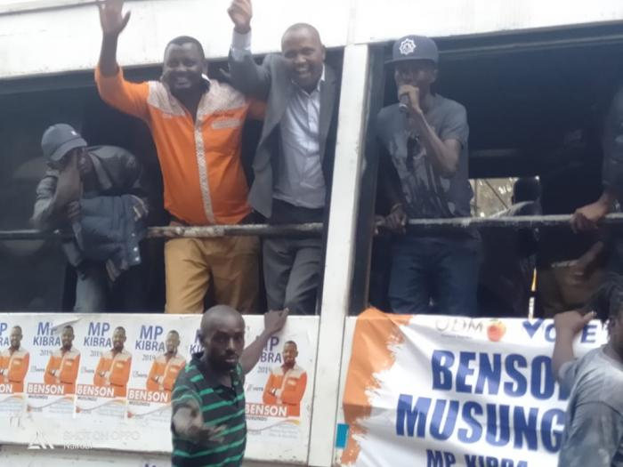 Kuria and Musungu wave at the crowds during the campaigns