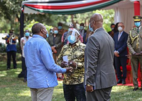 President Uhuru Kenyatta with Nairobi Governor Mike Sonko, Nairobi Metropolitan Service Director General Mohammed Badi at the Arboretum on June 5, 2020