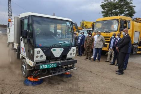 President Uhuru Kenyatta with NMS DG Mohammed Badi inspecting a Scarab Streets Sweeper