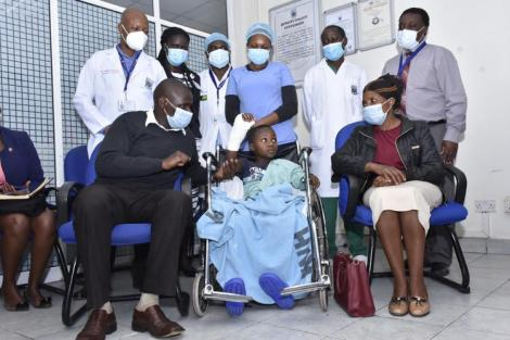 Benevolence Iticha, his parents and the group of doctors at Kenyatta National Hospital pose for a photo.