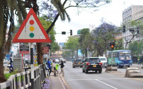 Cars pictured at a traffic light along Kenyatta Avenue in Nairobi