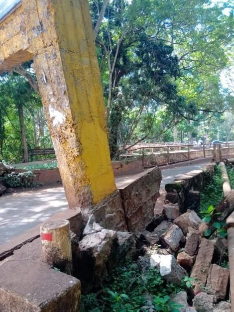 The status of the barrier at the Chania bridge, Thika near Blue Post hotel.
