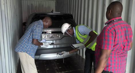 KRA intercept high end vehicles Detectives sieve through evidence on a Landrover seized by KRA.