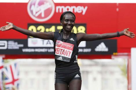 Kenya's Mary Keitany celebrates after winning the women's elite race at the London marathon on April 23, 2017 in London.