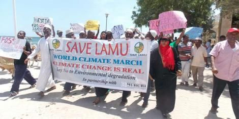 Lamu residents during demonstrations against the Ksh200 billion coal plant to be established in Hindi.