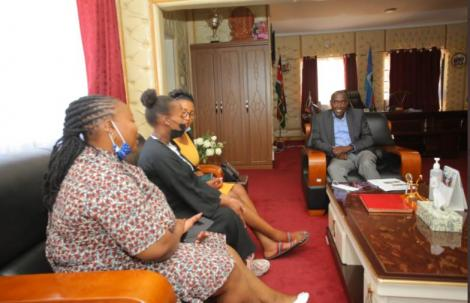 Lilian Rimanto (second left) and her relatives visit Kajiado Governor Joseph ole Lenku (right) in his office.