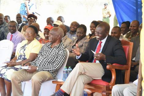 Makueni Governor Kivutha Kibwana and Deputy President William Ruto (Right) in Makueni on October 4, 2020.