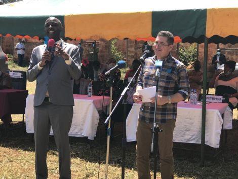 Muranga Senator Irungu Kang'ata and US Ambassador to Kenya Kyle McCarter addressing the residents of Murang'a. July 11, 2020.