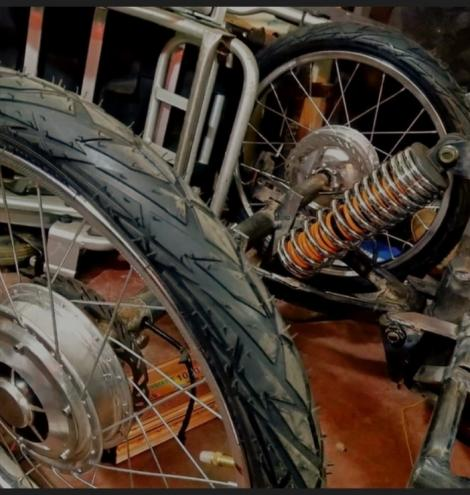 Rear tyre suspension of the electric wheelchair