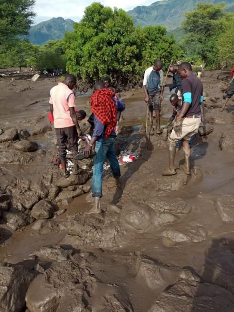 Residents pictured canvassing the aftermath of the landslide that hit West Pokot and Elgeyo Marakwet counties on April 18, 2020.