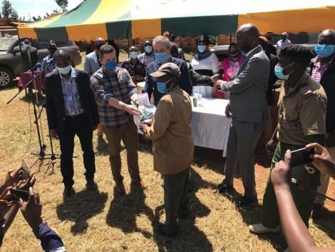 US Ambassador to Kenya Kyle McCarter handing out essential items to Kandara residents. July 11, 2020.