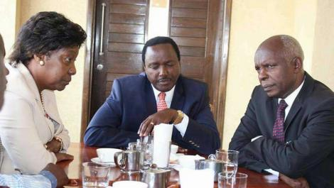 Wiper leader Kalonzo Musyoka (Centre) with Kitui Governor Charity Ngilu and Makueni Governor Kivutha Kibwana