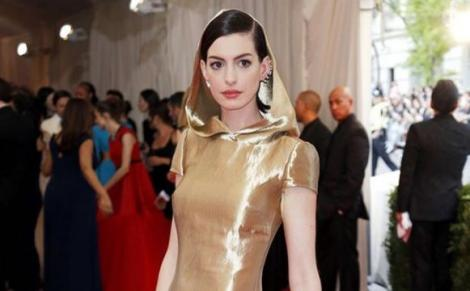 American actress Anne Hathaway on the red carpet.