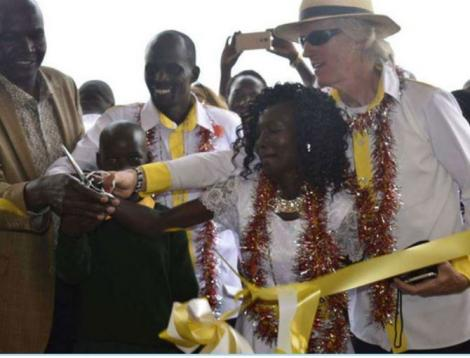 aringo Governor Stanley Kiptis, young June Jerotich, Charles Koech and his wife Mary Keitany with the founder of the Shoe4Africa Foundation Toby Tanser cutting the ribbon to open the Mary Keitany school on August 11, 2018.