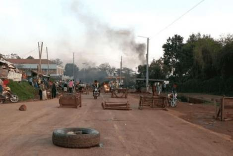 Youth barricaded roads in Kisii town ahead of a planned visit by DP William Ruto on September 10, 2020.