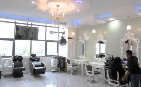 The salon section of Miss White Spa