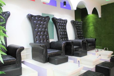 The pedicure section of the salon at Miss White Spa.