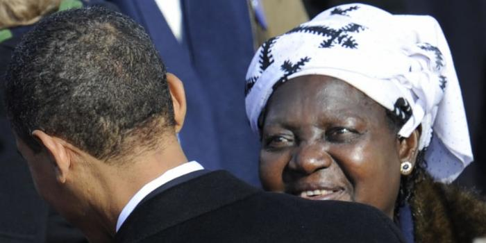 Obama Family Asks for Help to Bury Mother