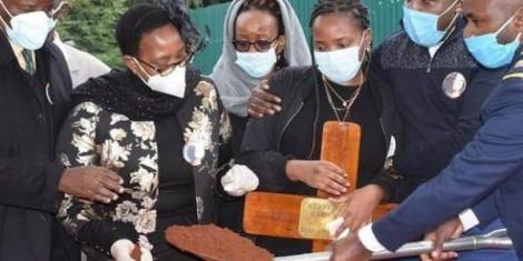 Water CS Sicily Kariuki (second left) and her family at the burial of her daughter Wendy Muthoni on Wednesday, July 29, in Nyandarua County